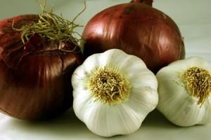 L'aglio, elemento tipico della dieta mediterranea, ha numerosi effetti benefici sulla salute