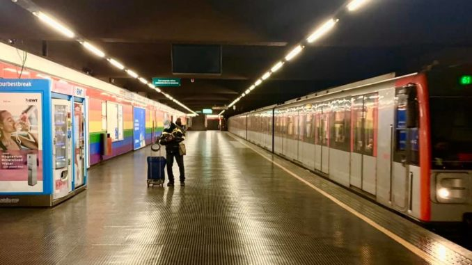 La metro di Milano deserta, foto di Massimiliano Jattoni Dall'Asén